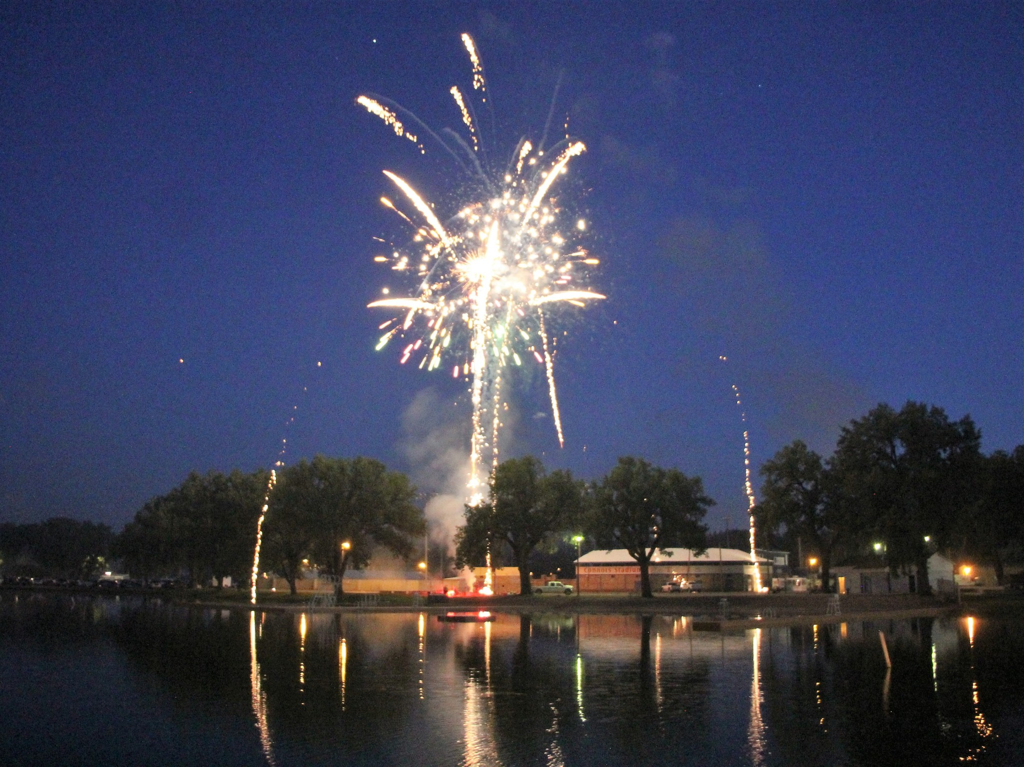 <strong>STAR PHOTO/Sharon Moore</strong><strong>The Miles City VFW set up a beautiful fireworks display Wednesday night for the entire community. </strong>